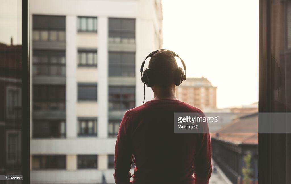 أفضل 12 تطبيق لتحميل الموسيقي والأغاني مجانًا لهواتف الأندرويد